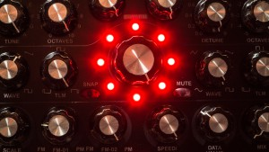 Radikal_Technologies_SwarmOscillator_red (1 von 1)